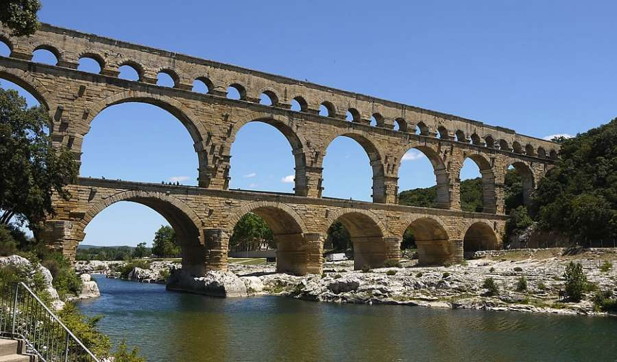 Roman 500 b c a d 476 whs artsstudio pages for Pont du gard architecte